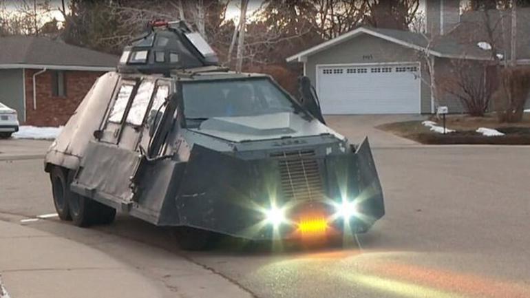 Экстремал приобрел бронированный грузовик, чтобы гоняться за торнадо 1
