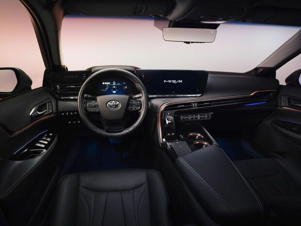 Toyota презентовала новый водородный автомобиль 4