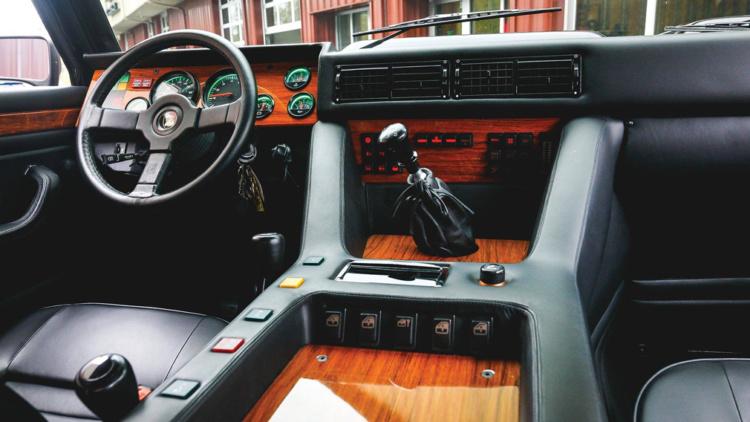 Внедорожник Lamborghini 1992 года стоит дороже, чем новый Urus 2