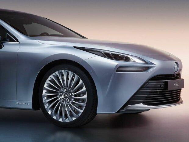 Toyota презентовала новый водородный автомобиль 1