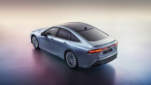 Toyota презентовала новый водородный автомобиль 3