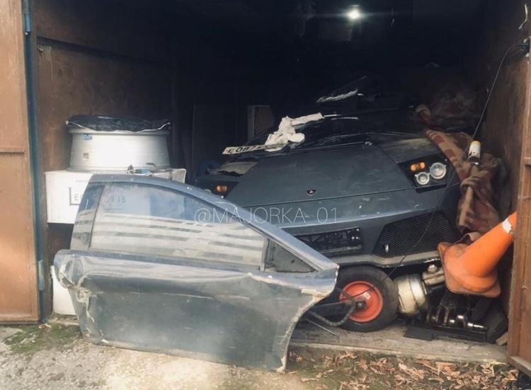В заброшенном гараже обнаружен разбитый Lamborghini 1