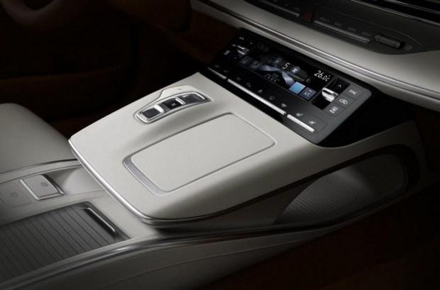 Hyundai начал продажи обновленного седана Grandeur 3