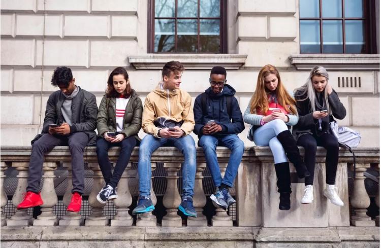 В США хотят запретить использование смартфонов лицам до 21 года 1
