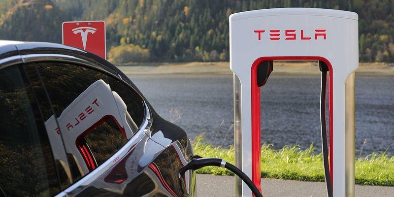 В Украине начнут строить скоростные зарядные станции Tesla 1