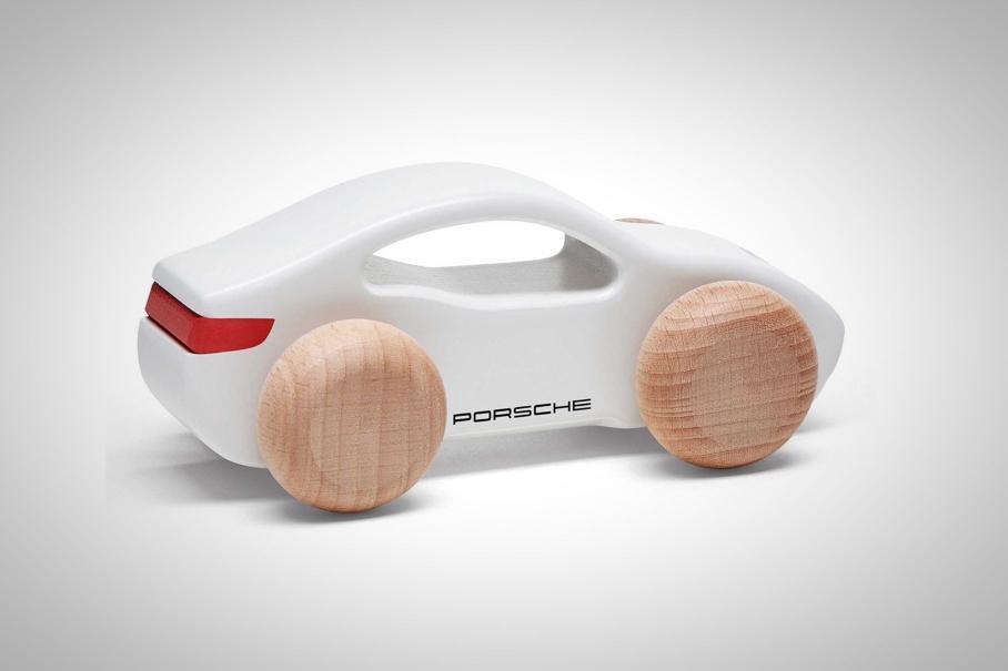 Посмотрите на игрушечный Porsche Taycan за 30 долларов 1