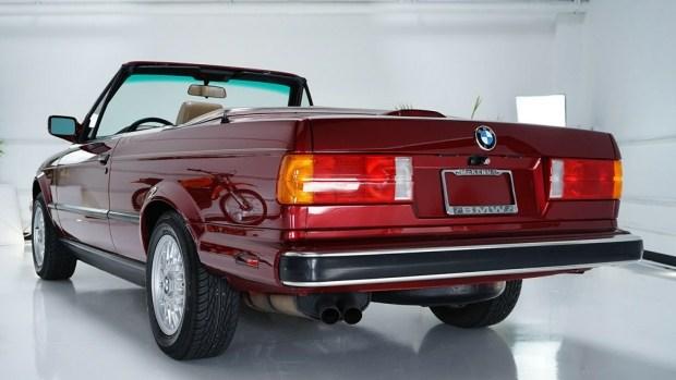 В интернете продается кабриолет BMW родом из 90-х 2