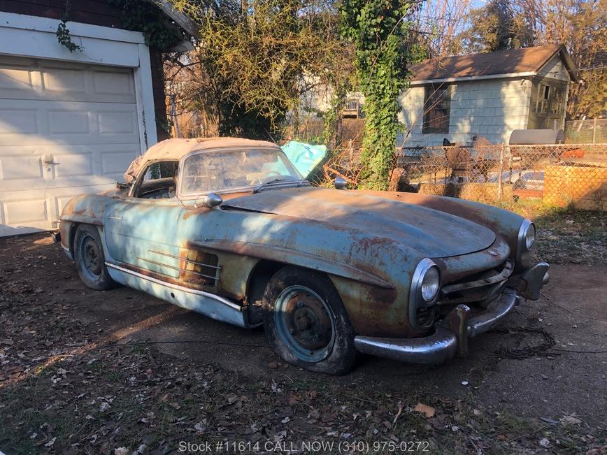 Старый проржавевший Mercedes продают за 800 тысяч долларов 1