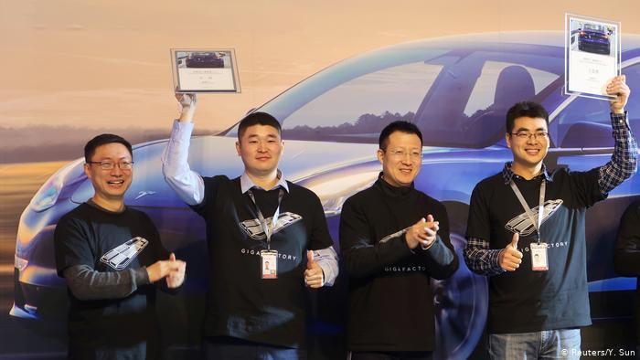 Первую партию китайских электрокаров Tesla раздали сотрудникам завода 1