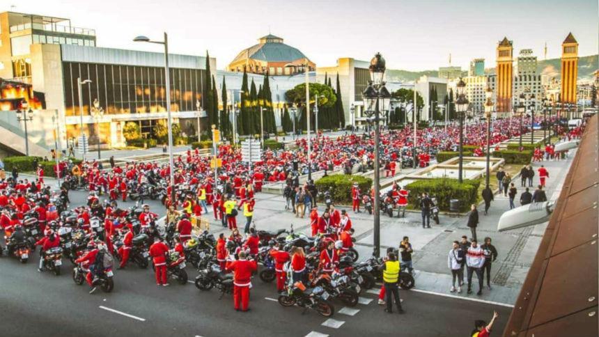 Тысячи Санта-Клаусов проехали на мото-оленях 1