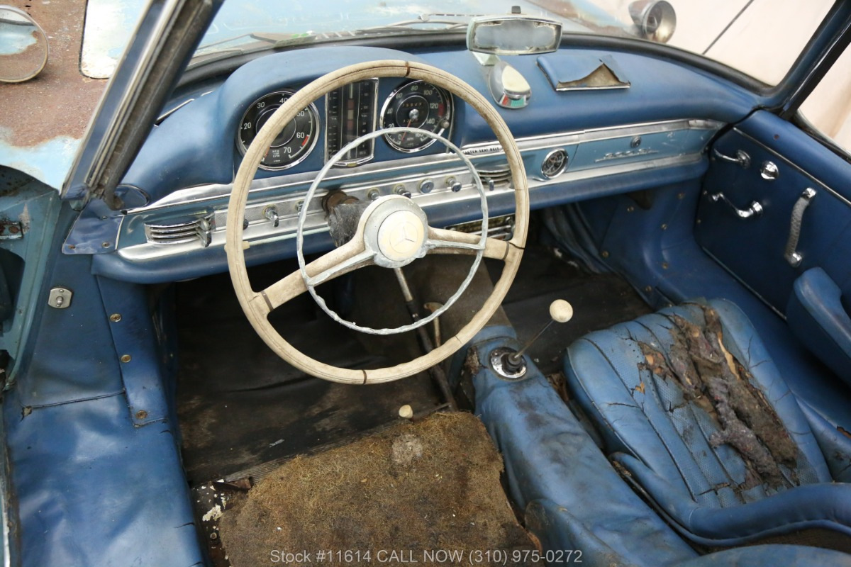 Старый проржавевший Mercedes продают за 800 тысяч долларов 2