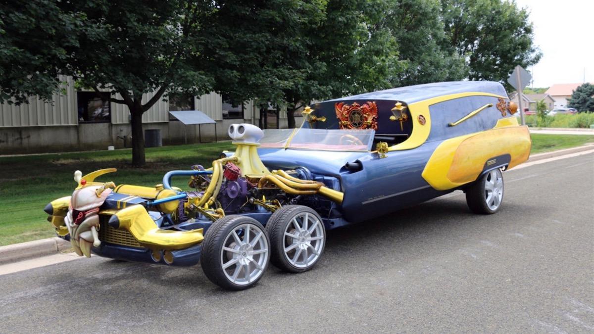 Самый странный в мире катафалк Cadillac с шестью колёсами выставили на аукцион 1