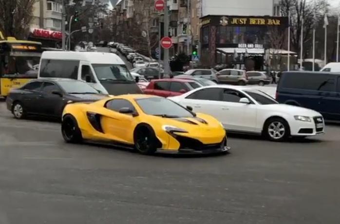 В Киеве замечен суперкар McLaren, несмотря на зиму 1