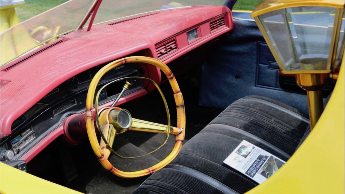 Самый странный в мире катафалк Cadillac с шестью колёсами выставили на аукцион 2