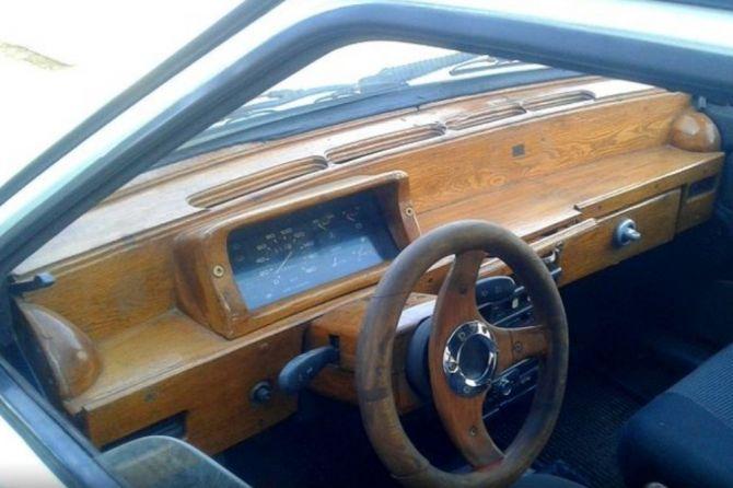 На продажу выставили ВАЗ-2109 с эксклюзивной панелью приборов 1