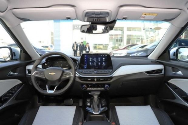 Ультрафутуристичный кроссовер Chevrolet Menlo поступил в салоны дилеров 3