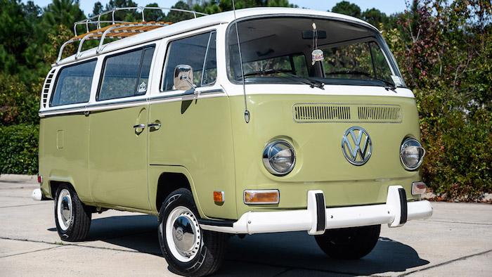 В интернете продают микроавтобус Volkswagen из прошлого века 1