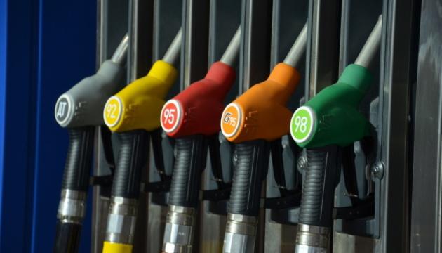 Премьер-министр анонсировал крупное падение цен на бензин 1