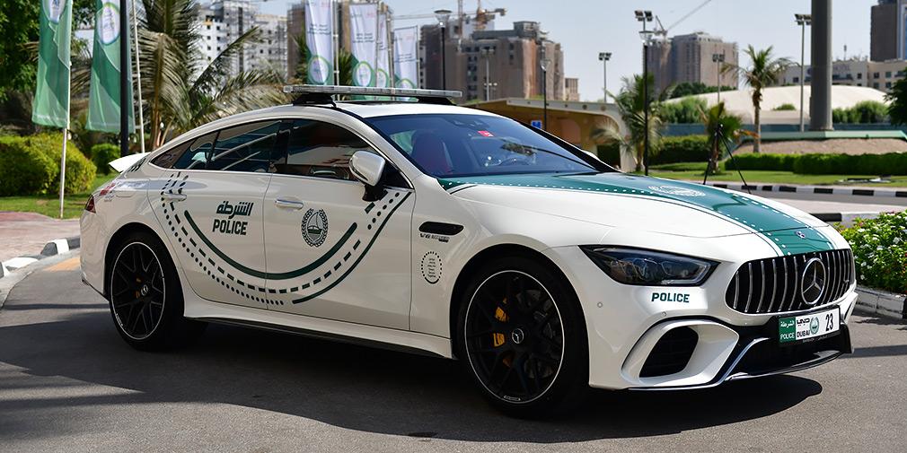 Автопарк полиции Дубая пополнил четырехдверный суперкар Mercedes-AMG 1