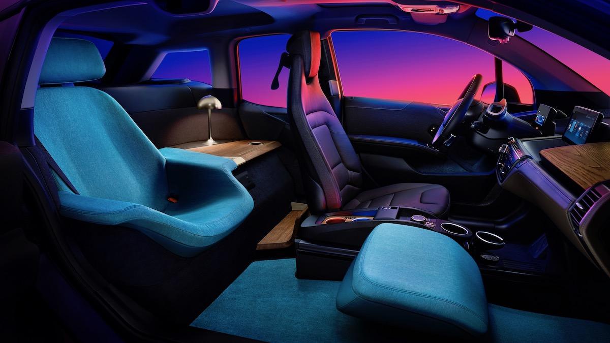 BMW i3 превратили в мобильный офис со столом и лампой 2