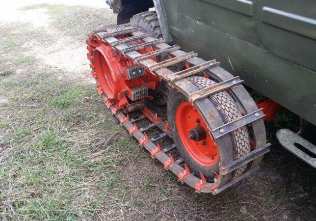 Украинец превратил внедорожник в аппарат для копания картошки 1
