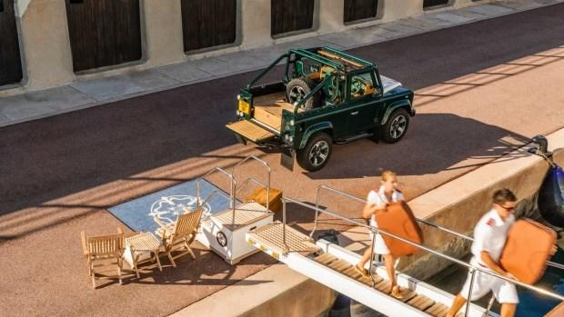 Представлен изумрудный Land Rover Defender от Overfinch 2