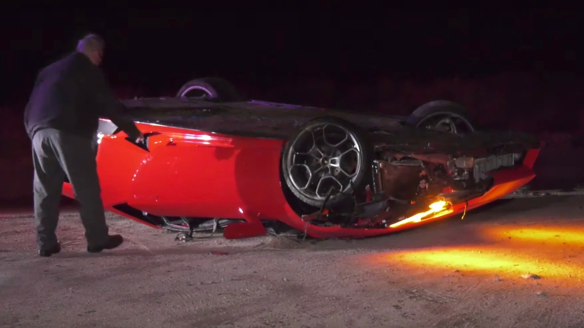 В Калифорнии на дороге нашли перевёрнутый Lamborghini 1