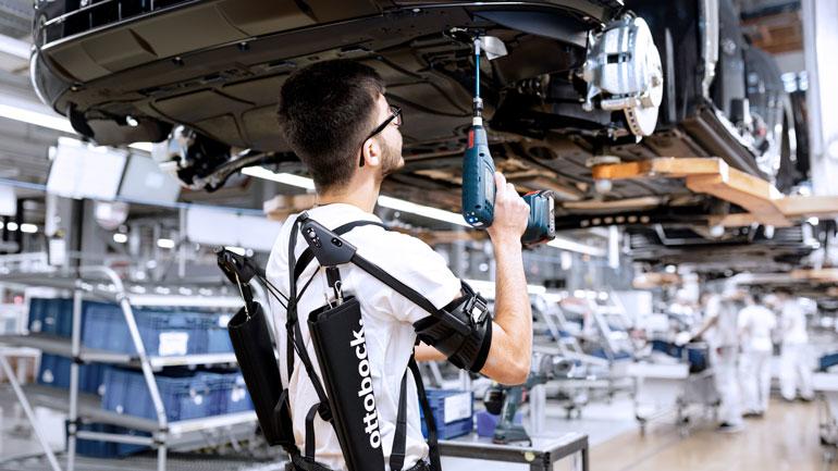 Audi тестирует экзоскелеты в производстве 2
