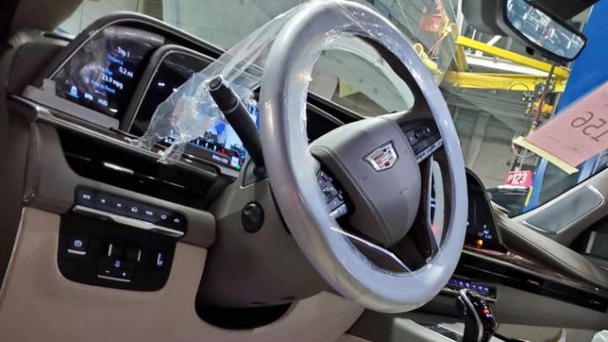 Внешность и салон нового Cadillac Escalade раскрыты до премьеры 2