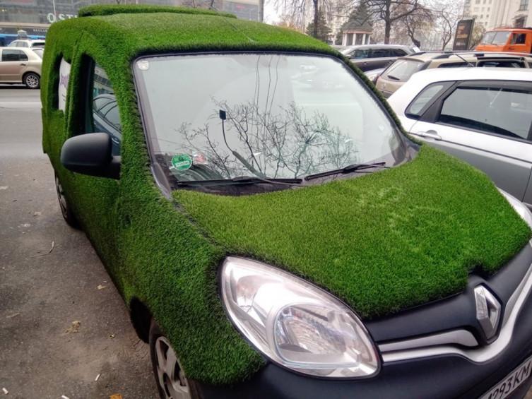В Киеве замечен «самый зеленый» автомобиль 1
