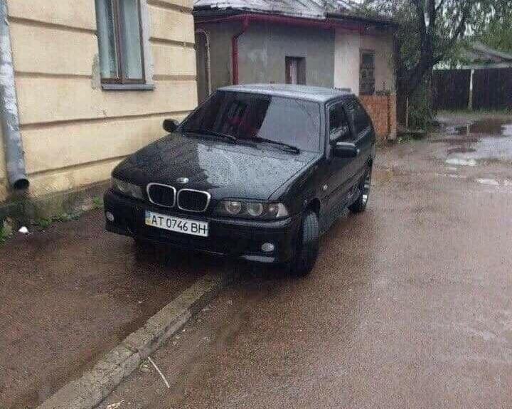 В Украине заметили самый странный «BMW» 1