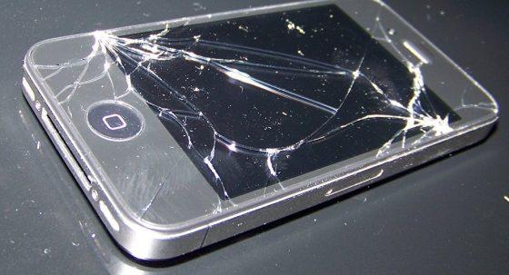 Автомобилисты нашли способ заработать на разбитом смартфоне 1