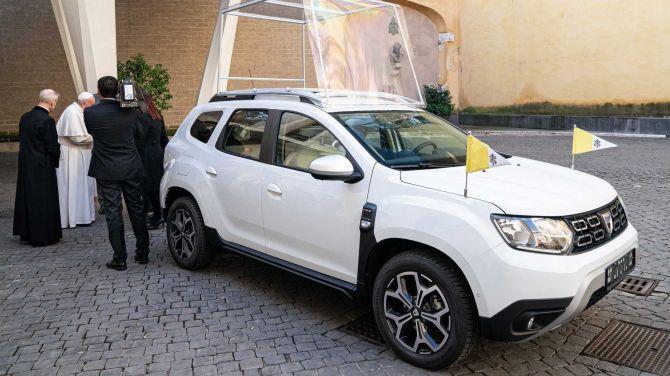 Папа Римский получил особый Renault Duster 2