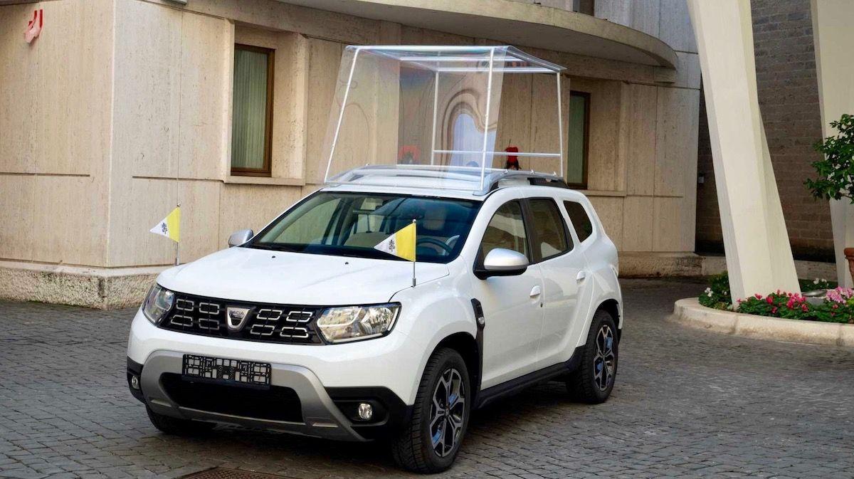 Папа Римский получил особый Renault Duster 1