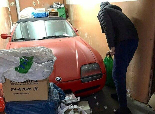 В Украине в заброшенном гараже нашли редчайший дорогой автомобиль 1