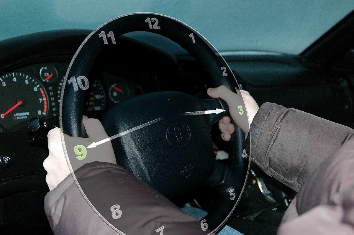 Ученые показали единственное правильное положение рук на руле 1