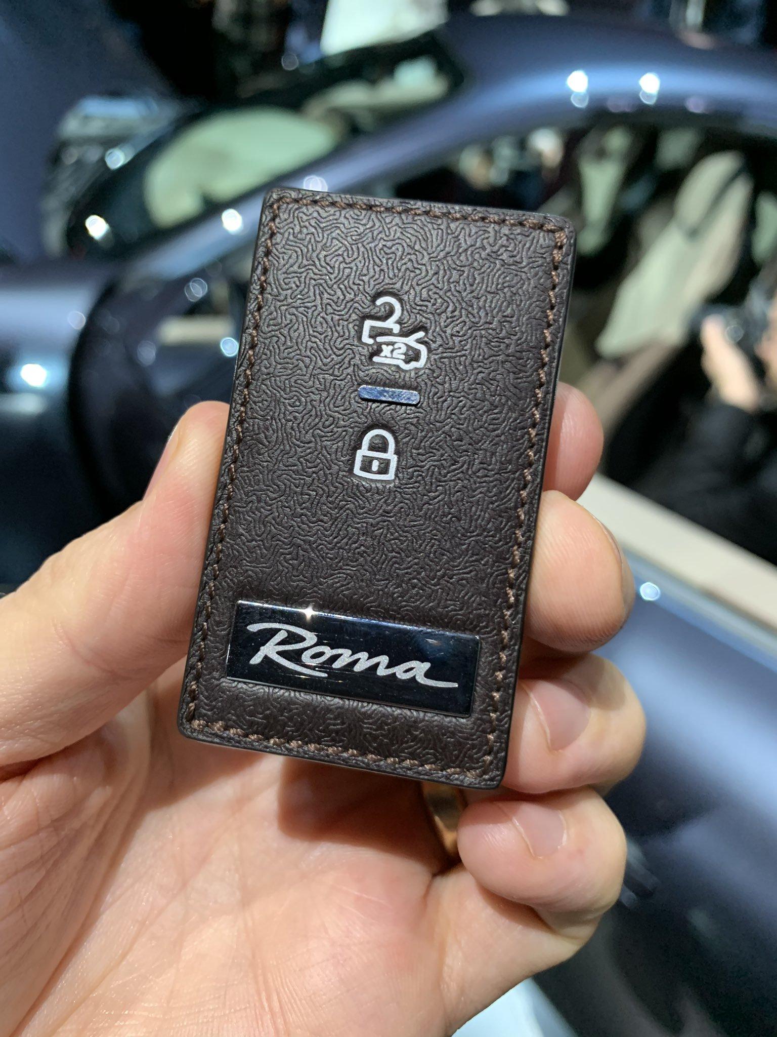 В Сети высмеяли дизайн нового ключа от Ferrari 3