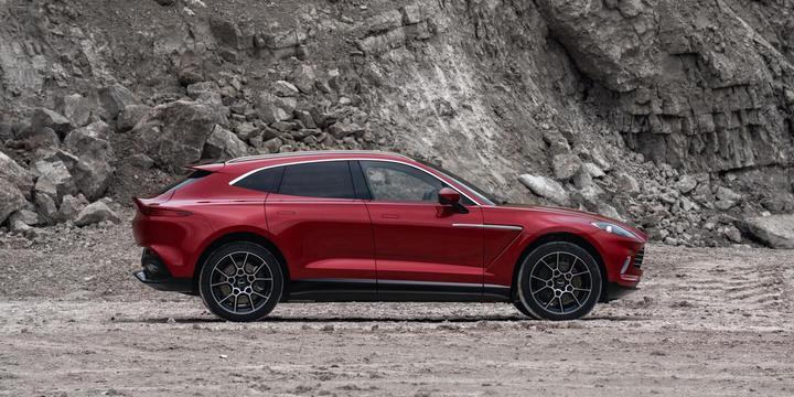 Состоялась премьера первого кроссовера бренда Aston Martin 1