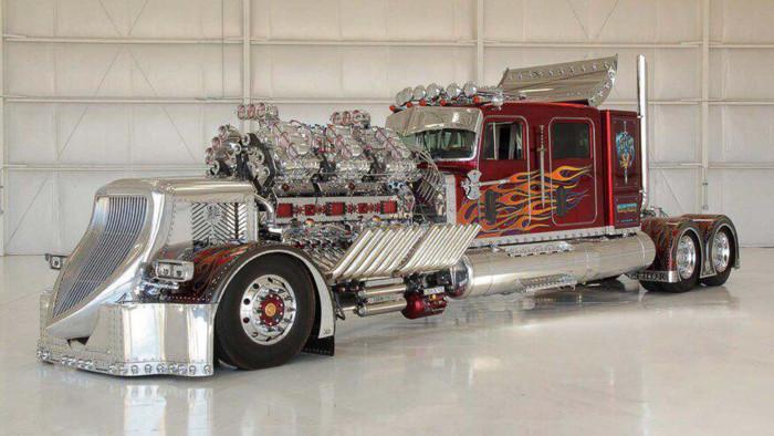 Что из себя представляет 3500-сильный тягач 27,9-литровым мотором 1