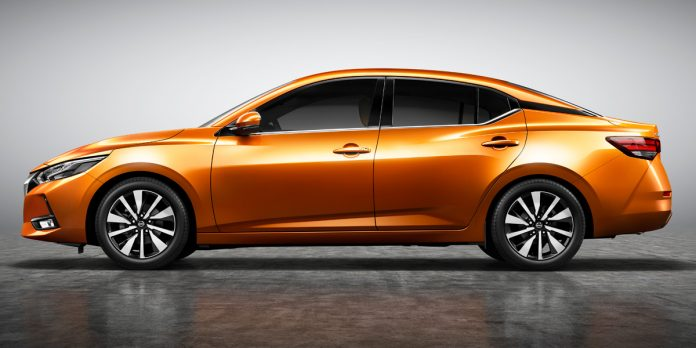 Nissan обновит седан Sentra 1