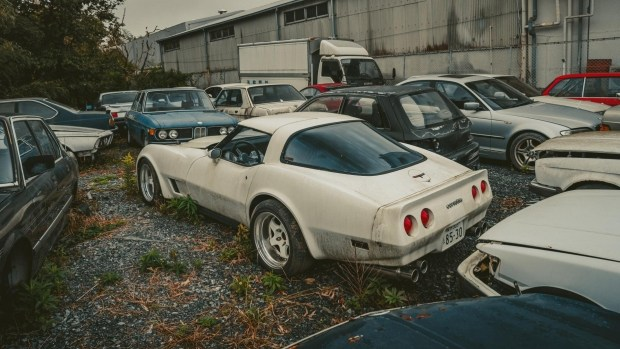 В Японии обнаружено две сотни редких спорткаров, ржавеющие под открытым небом 3