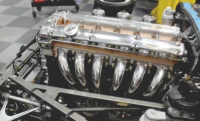 Винтажный Jaguar E-Type нашли в кустах и восстановили 2