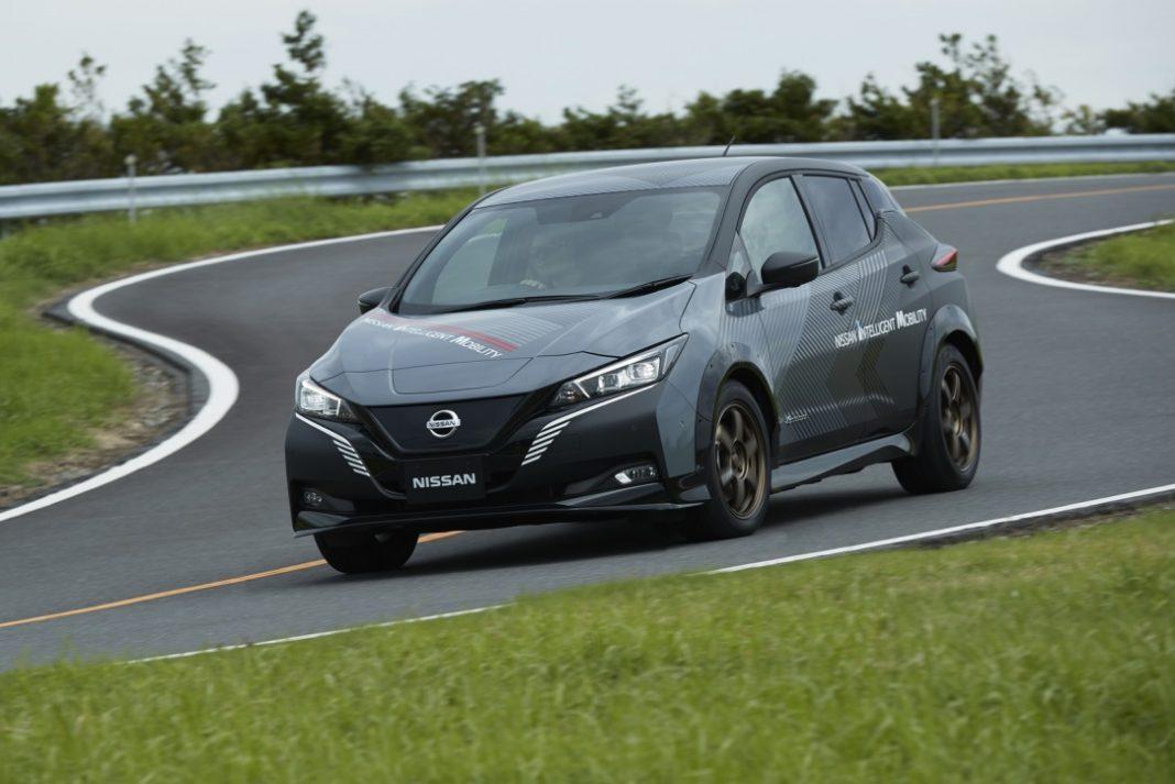 Nissan Leaf получит сразу два электромотора 1