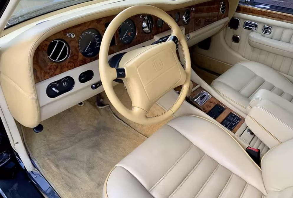 Bentley в отличном состоянии продают за «гроши» 2