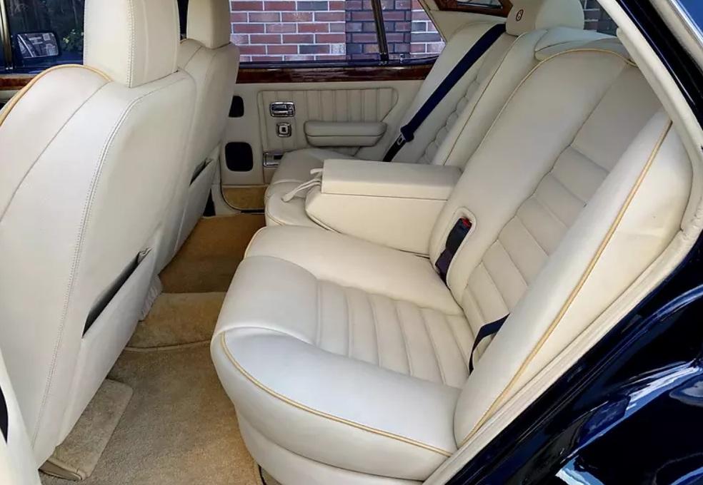 Bentley в отличном состоянии продают за «гроши» 3