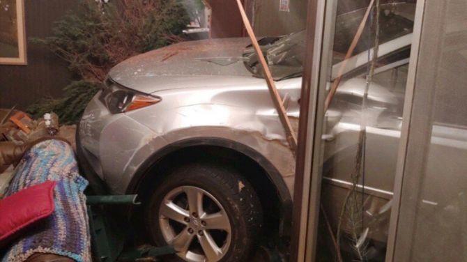Водитель трижды протаранил один и тот же дом… на двух разных машинах 2