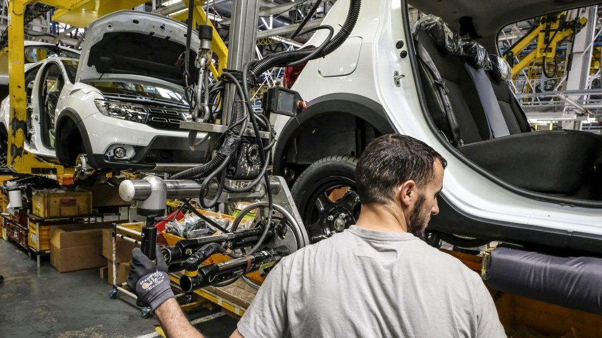 Компания Renault возобновляет производство во Франции 1