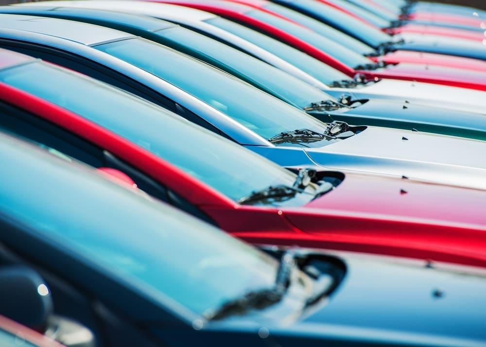 Продажи новых автомобилей в апреле снизились на 64 процента 1