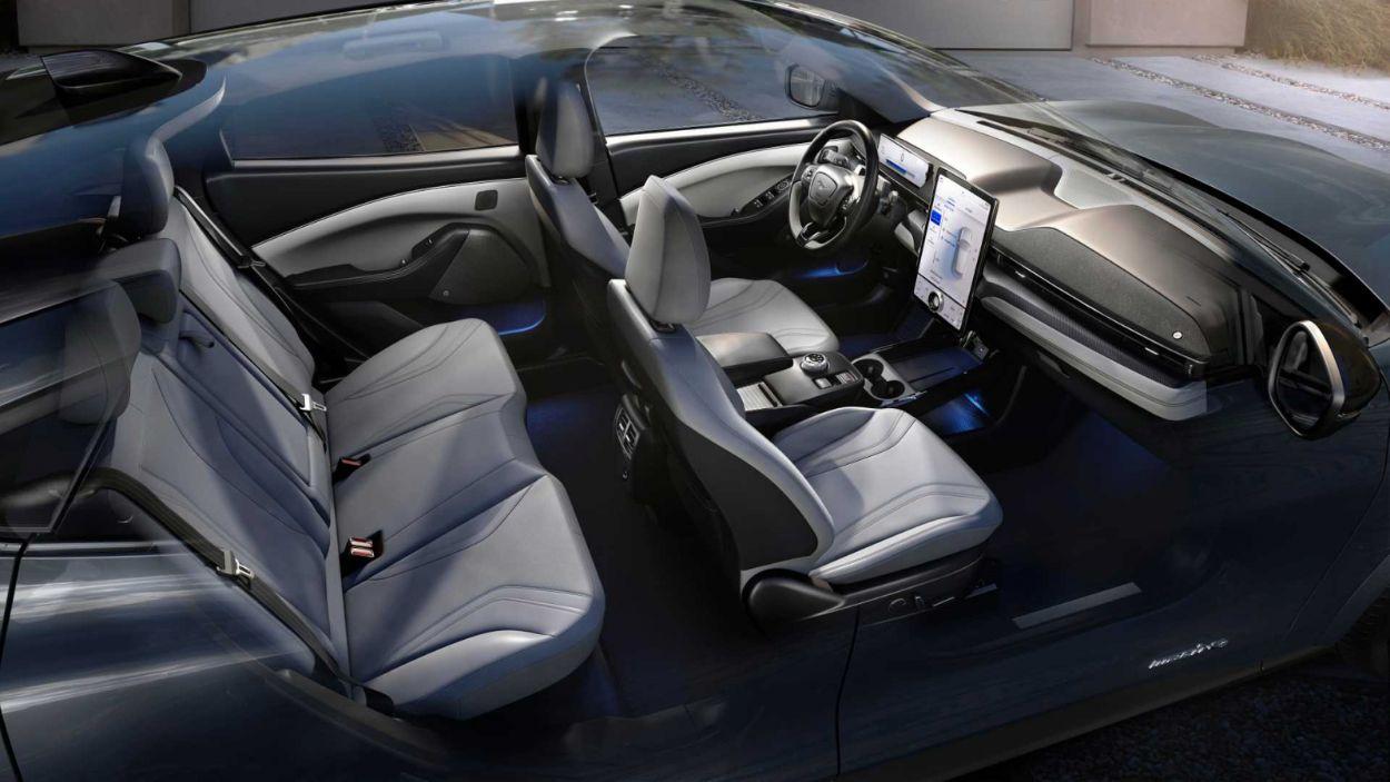 «Мустанг уже не тот»: обзор электрического кроссовера Ford Mustang Mach-E 4