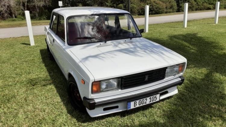 В США продают старенький ВАЗ-2105 по цене нового Chevrolet 1